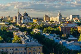 What are the most ideal cities for those who want to move from another country to Russia or change regions in Russia? In the survey of the Adzuna portal, for the average salary, one-room rents and a minimum livelihood in 16 major cities of Russia